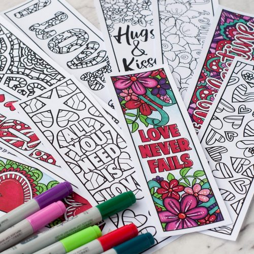 Valentine's Day Printable Bookmarks| Find more Valentine's coloring page craft templates at www.sarahrenaeclark.com | Valentine's Day Craft, DIY Valentine's Day, Valentine's Day activity, DIY craft, free craft template, printable coloring pages