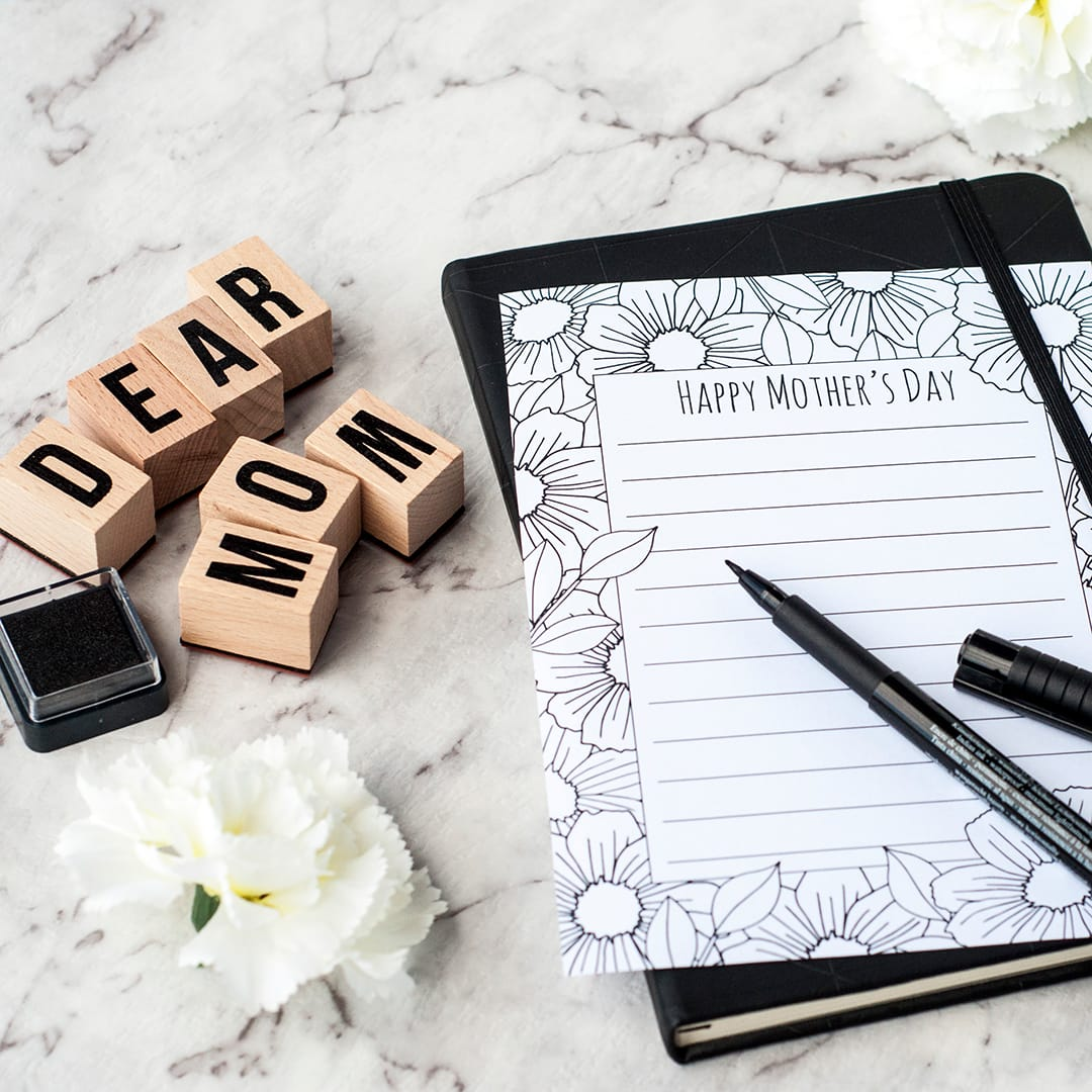 This Mother's Day printable stationery is perfect for a lovely letter to Mom this Mother's Day! | Find more Mother's Day printables and coloring pages at https://sarahrenaeclark.com/shop/cat/seasonal/mothers-day/