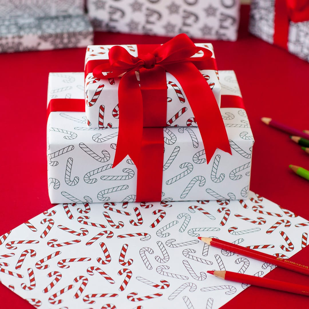 DIY Christmas wrapping paper – 8 printable gift wrap templates for Christmas gift wrapping | Find more Christmas printable activities and coloring pages at www.sarahrenaeclark.com/christmas