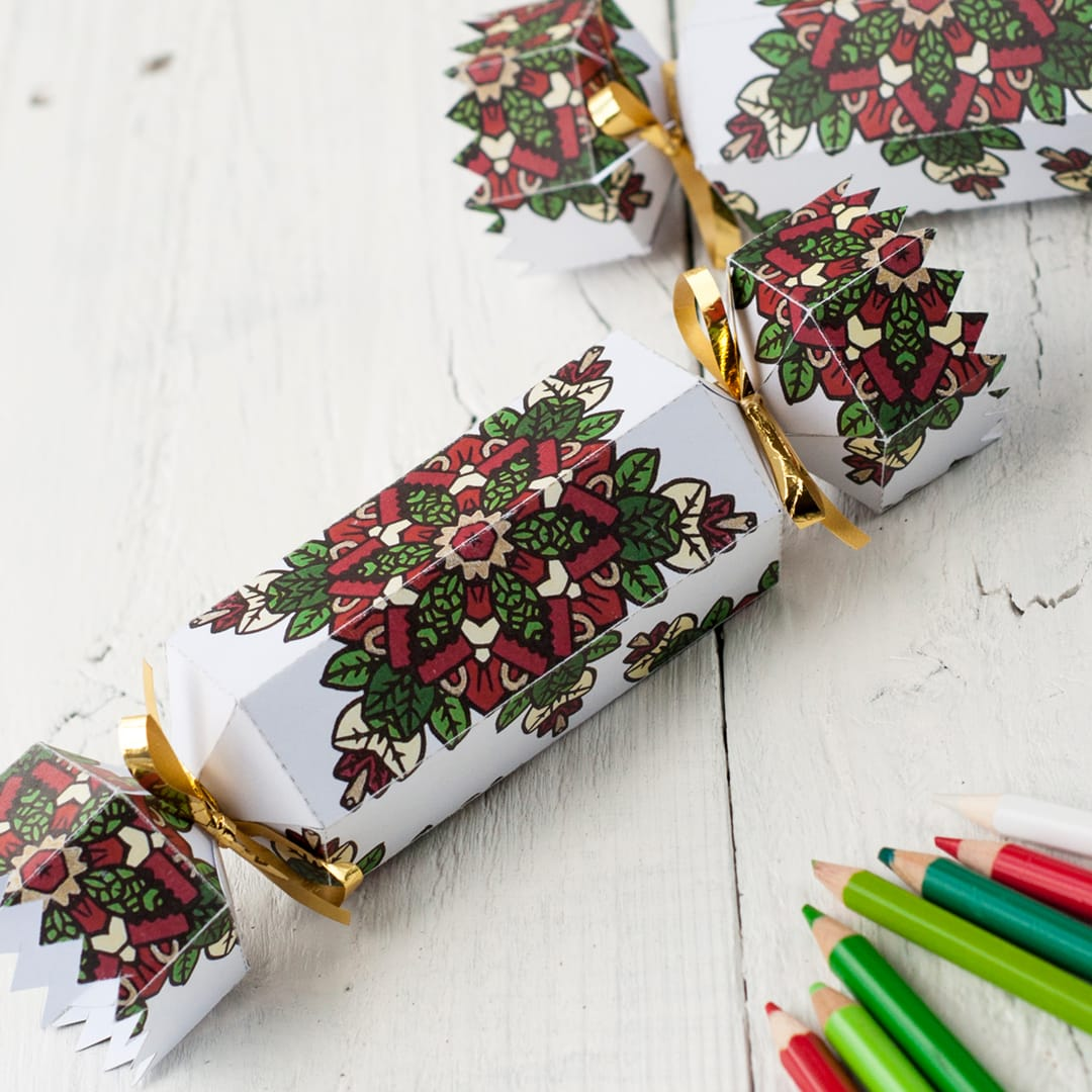 Make a DIY coloring Christmas cracker | Click to see all 29 creative ways to repurpose your coloring pages | #coloringpage #crafts www.sarahrenaeclark.com