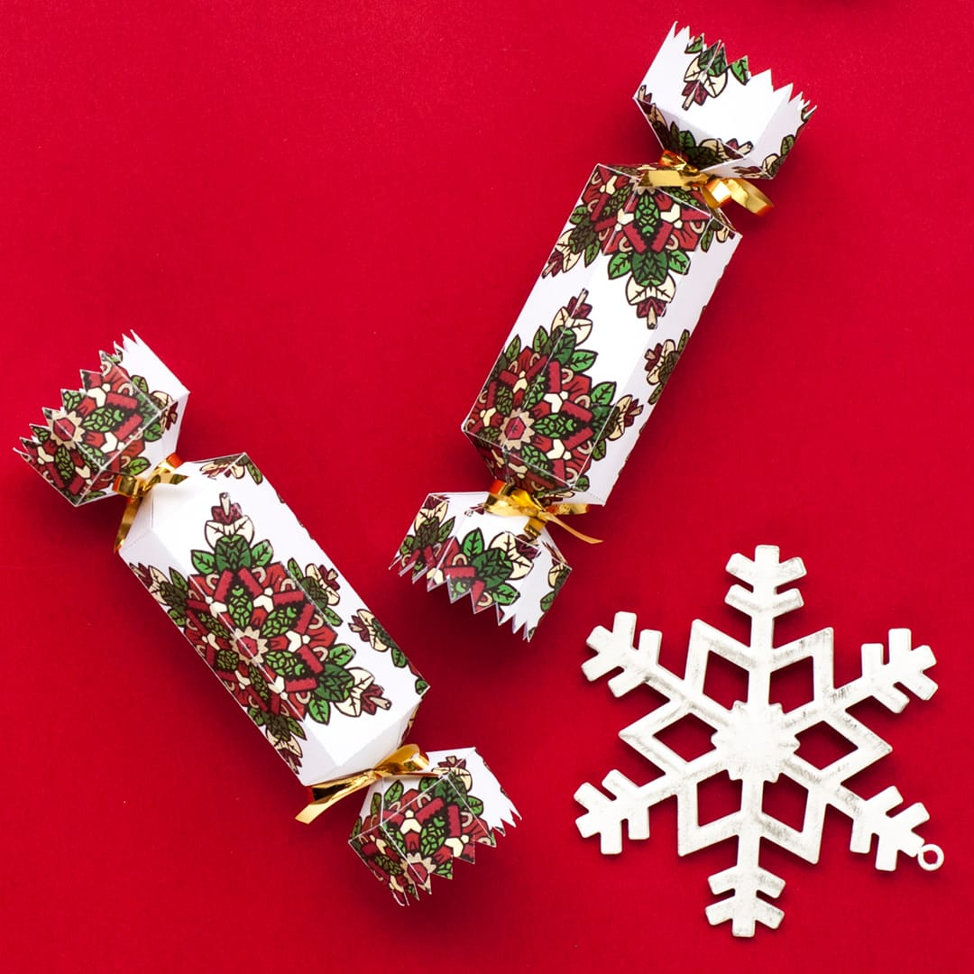 Learn how to make a DIY Christmas Cracker with this easy tutorial and free cracker template! // www.sarahrenaeclark.com/christmas-cracker